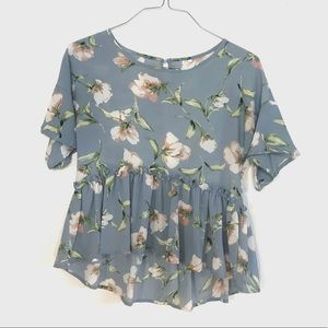Tops - 💖 Blue Floral Ruffle Blouse
